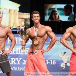 Andre Merzdorfer wurdein der Männe-Physiqueklasse über 178 cm Weltmeister vor Wiehern van Wyk,l inks und Jorge Sanchez rechts